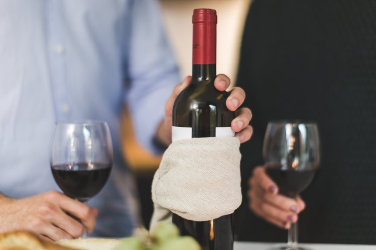 red-wine-two-glasses